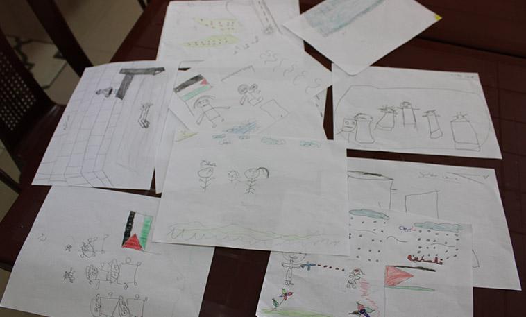 dessins d'enfants palestiniens ayant participé à une activité de soutien psychologique au profit des réfugiés financé par l'OFCI