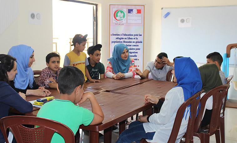 séance de soutien psychologique avec des jeunes réfugiés palestiniens du Liban