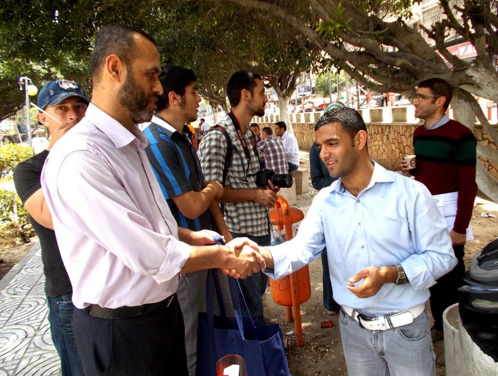 Rencontre entre Ramiz Gherbaoui (à gauche) et Mahmoud Sarsak (à droite)