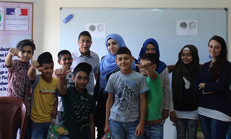 photo de groupe après une séance de soutien psychologique avec des jeunes palestiniens réfugiés