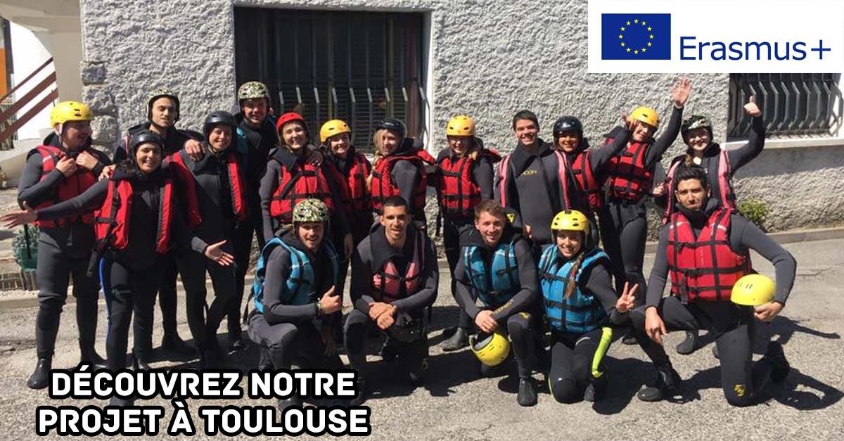 Découvrez notre projet à Toulouse, jeunes participants habillés pour notre activité rafting