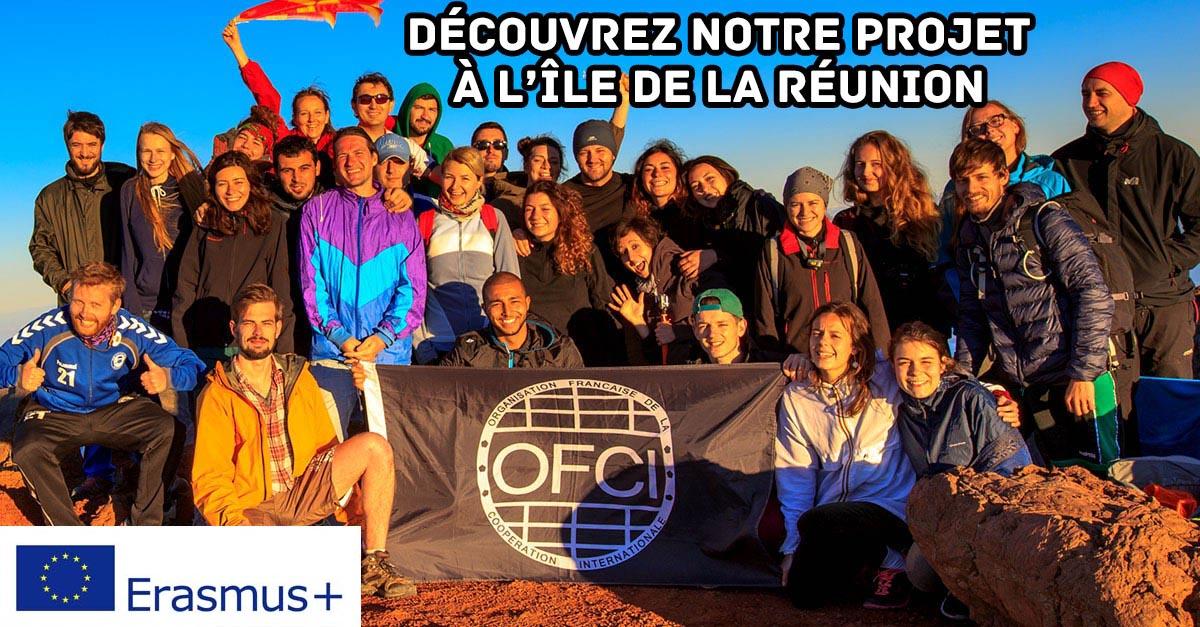 Découvrez notre projet à l'Île de la Réunion, photo d'un groupe de participants ayant grimpé le piton des neiges